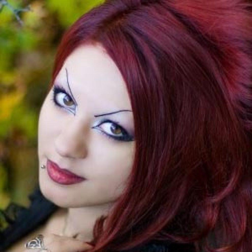 Волосы цвета бордо