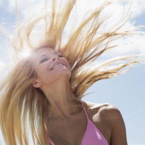 Как правильно ухаживать за волосами в летний период?